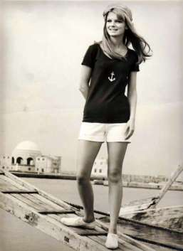 ingenue_greece_1967_001